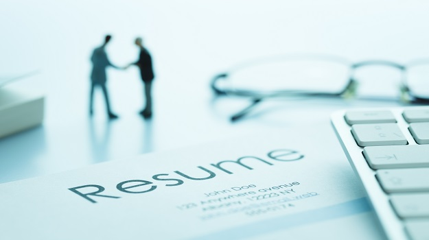 Pros and Cons of Exaggerating on a Resume