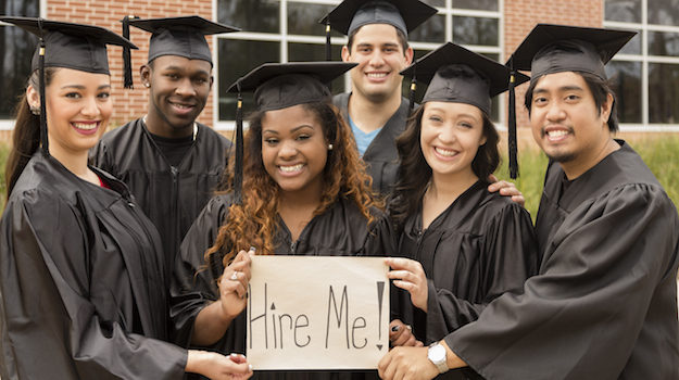 5 Things to Consider When Hiring College Seniors for Post-Grad